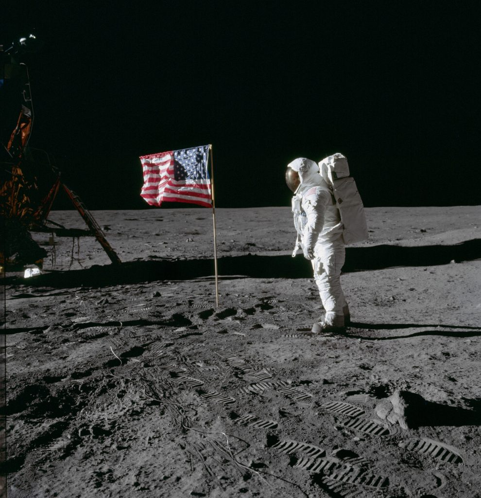 Aldrin auf dem mond vor US Flagge