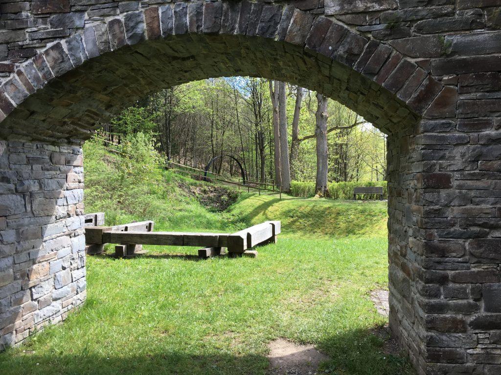 Leider verschiebt sich die Öffnung des Museums und des technischen Kulturdenkmals. Ein Spaziergang ist rund um die Wendener Hütte dennoch möglich. 1
